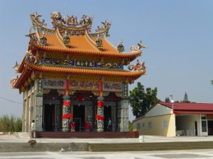 Newly built temple in Hoebi