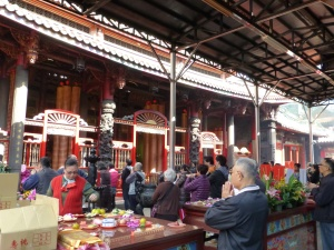 The bustle of Longshan Temple